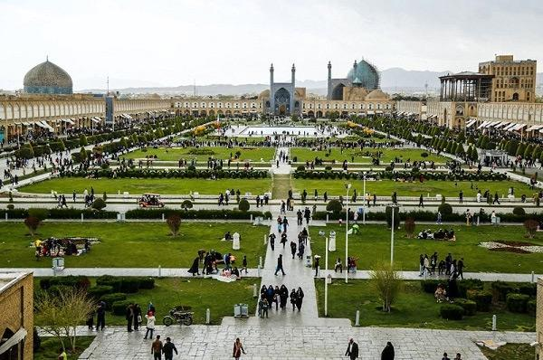 شروع مرمت تزئینات کاشیهای نمای جداره های بیرونی محوطه جهانی میدان امام